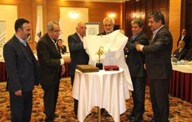 در جلسه هم اندیشی با حضور جمعی از کار آفرینان برتر کشور از تندیس چهره ی ماندگار کیفیت کشور رونمایی شد.